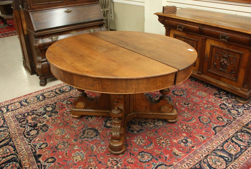 VICTORIAN WALNUT DINING TABLE WITH FIVE LEAVES
