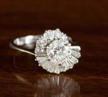 DIAMOND AND EIGHTEEN KARAT WHITE GOLD RING