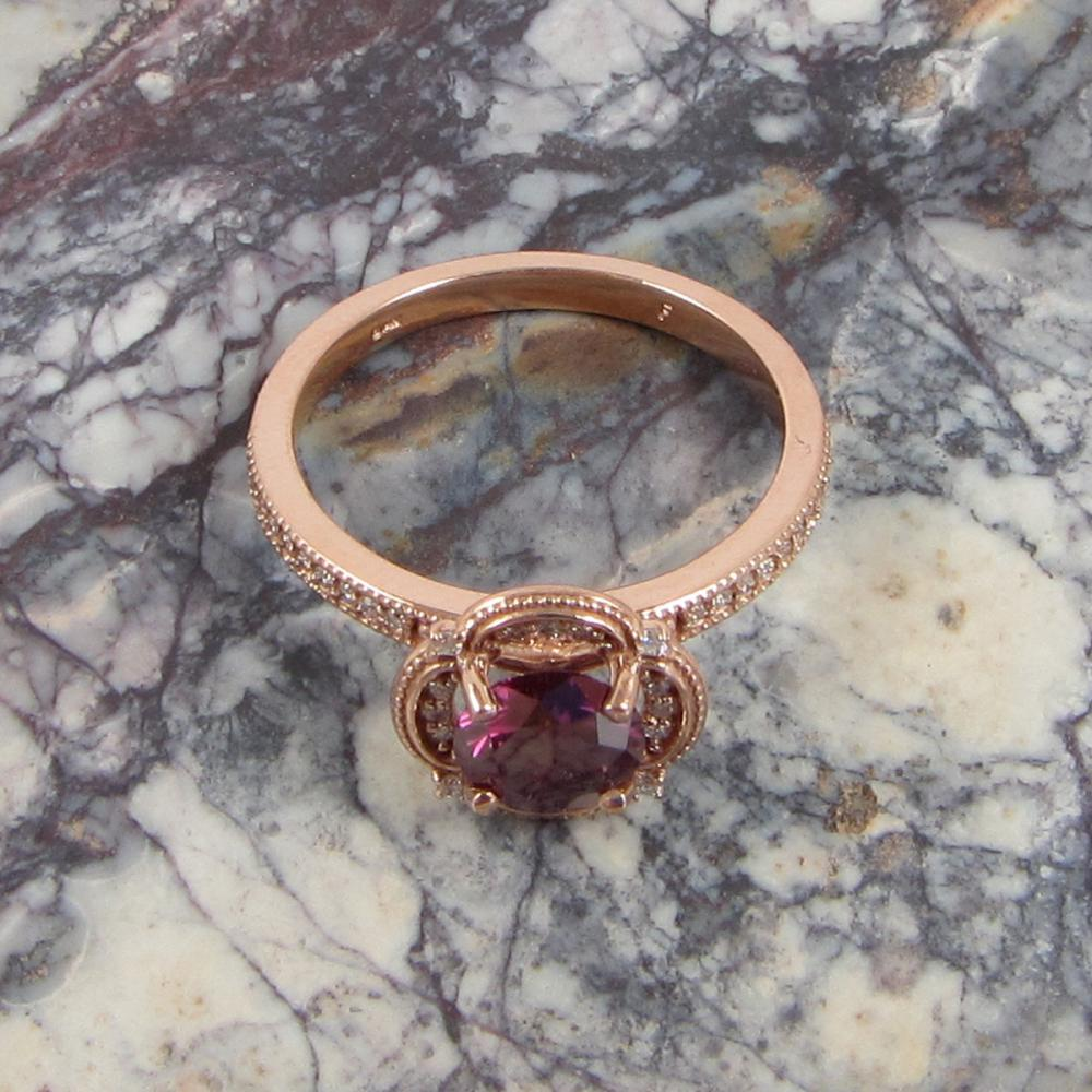 FANCY PURPLISH RED DIAMOND AND ROSE GOLD RING. Th