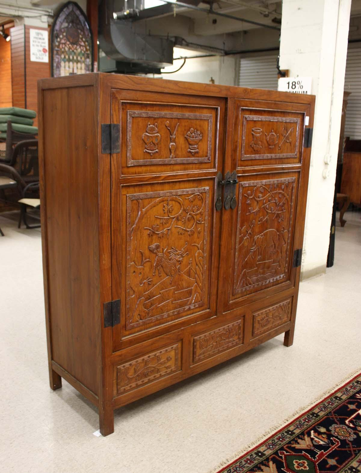 LARGE CARVED MING STYLE DOUBLE-DOOR CABINET, Chine