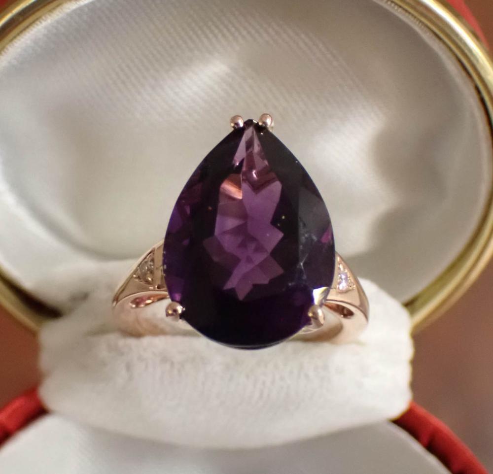 AMETHYST, DIAMOND AND FOURTEEN KARAT GOLD RING