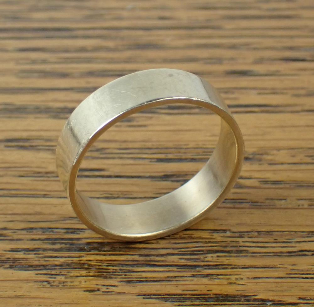 MAN'S FOURTEEN KARAT GOLD WEDDING BAND