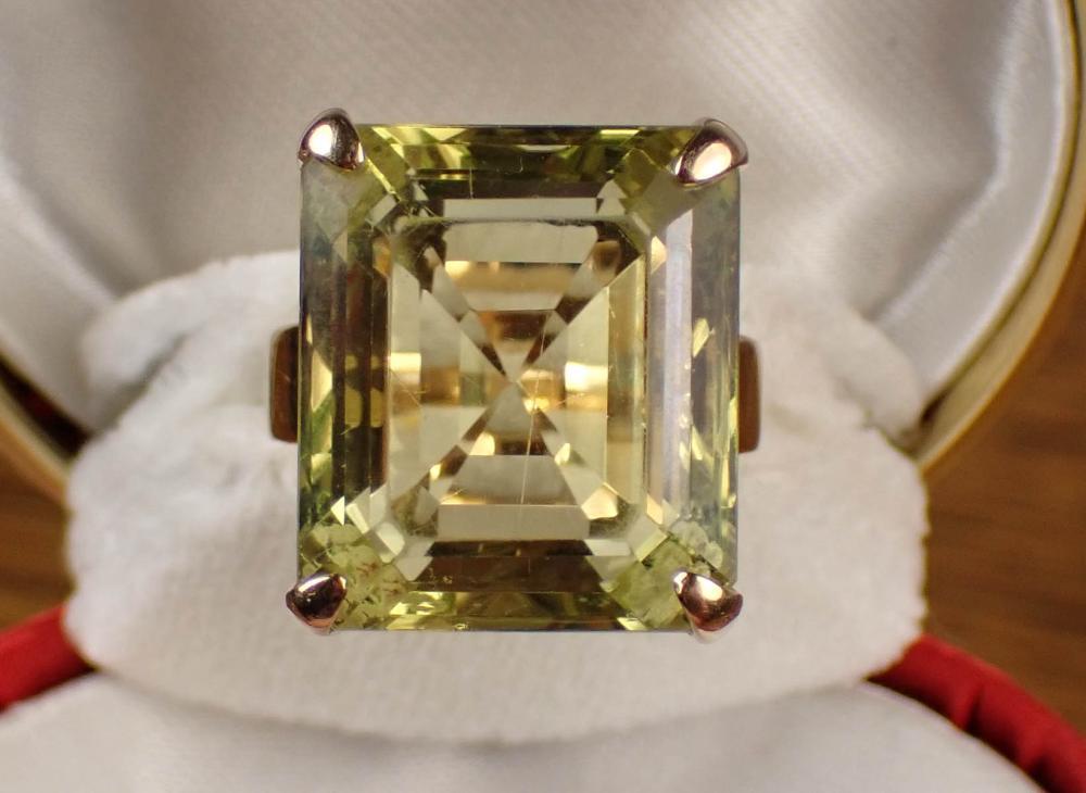 LEMON QUARTZ AND GOLD SOLITAIRE RING