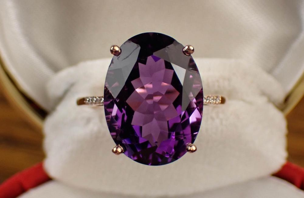 AMETHYST, DIAMOND AND GOLD RING