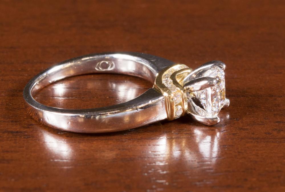 DIAMOND, PLATINUM AND EIGHTEEN KARAT GOLD RING WIT