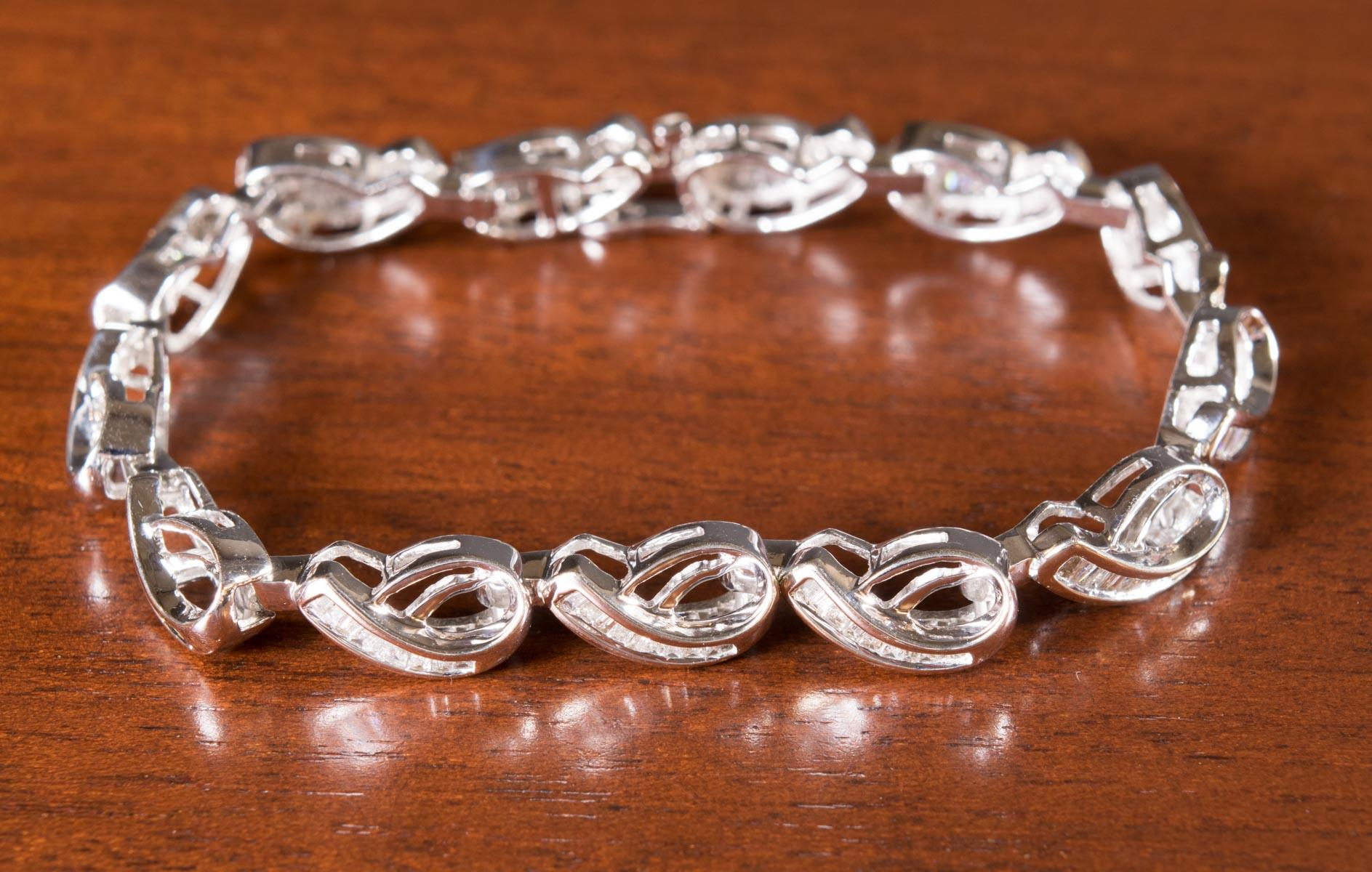 DIAMOND AND FOURTEEN KARAT WHITE GOLD BRACELET, 7-
