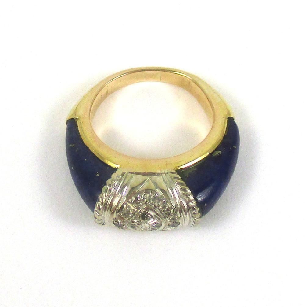 DIAMOND, LAPIS AND EIGHTEEN KARAT GOLD RING. The