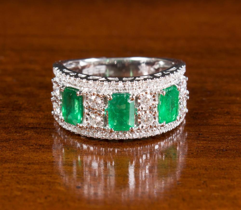 EMERALD, DIAMOND AND GOLD EFFY RING