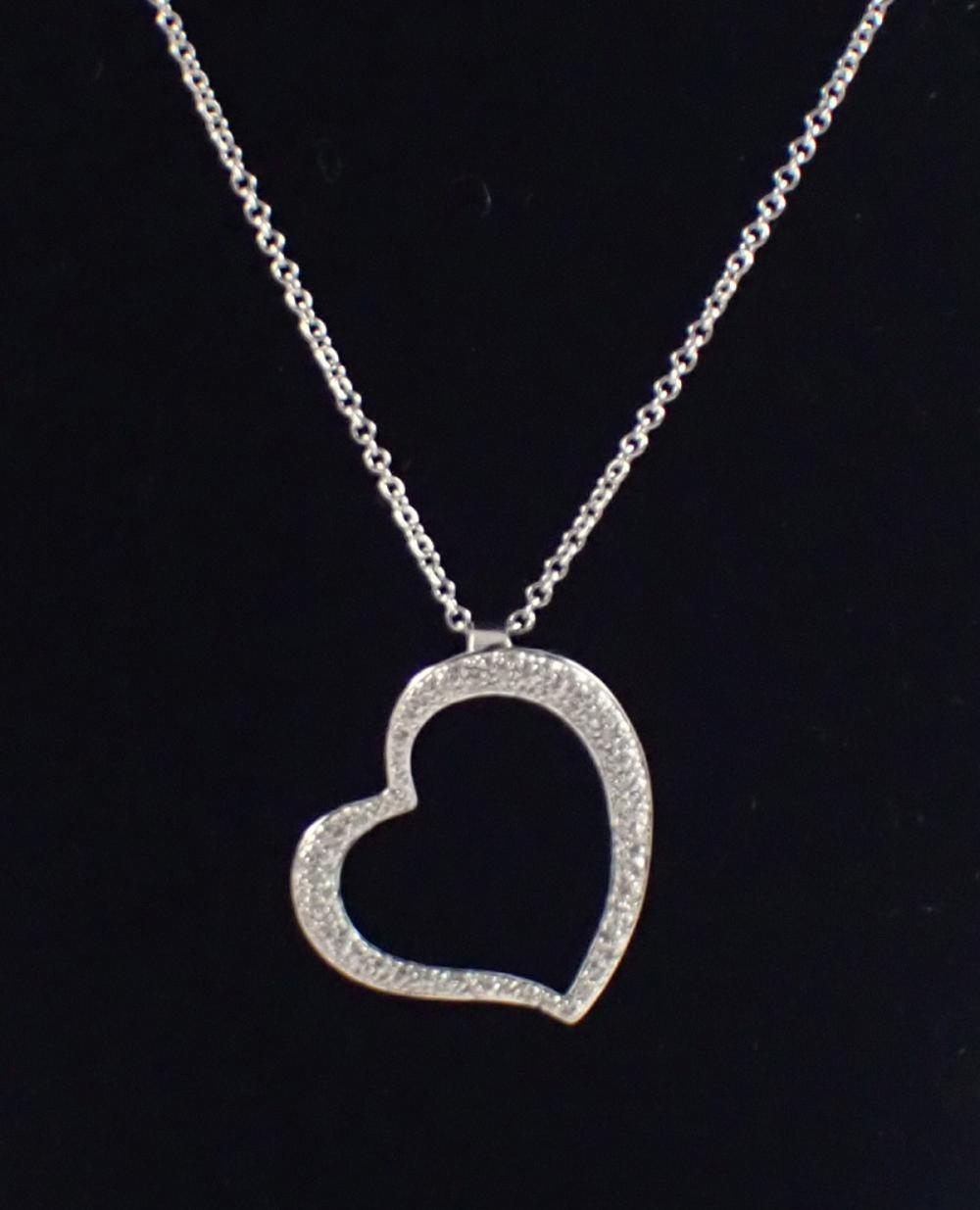 DIAMOND AND WHITE GOLD PENDANT NECKLACE