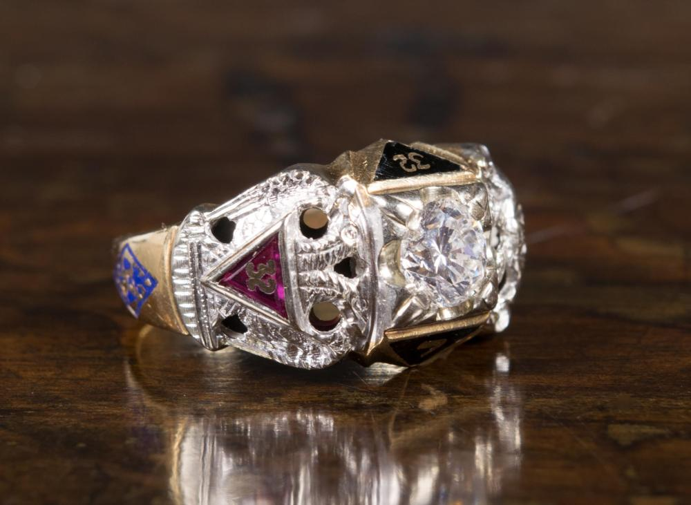 MAN'S DIAMOND AND GOLD MASONIC RING