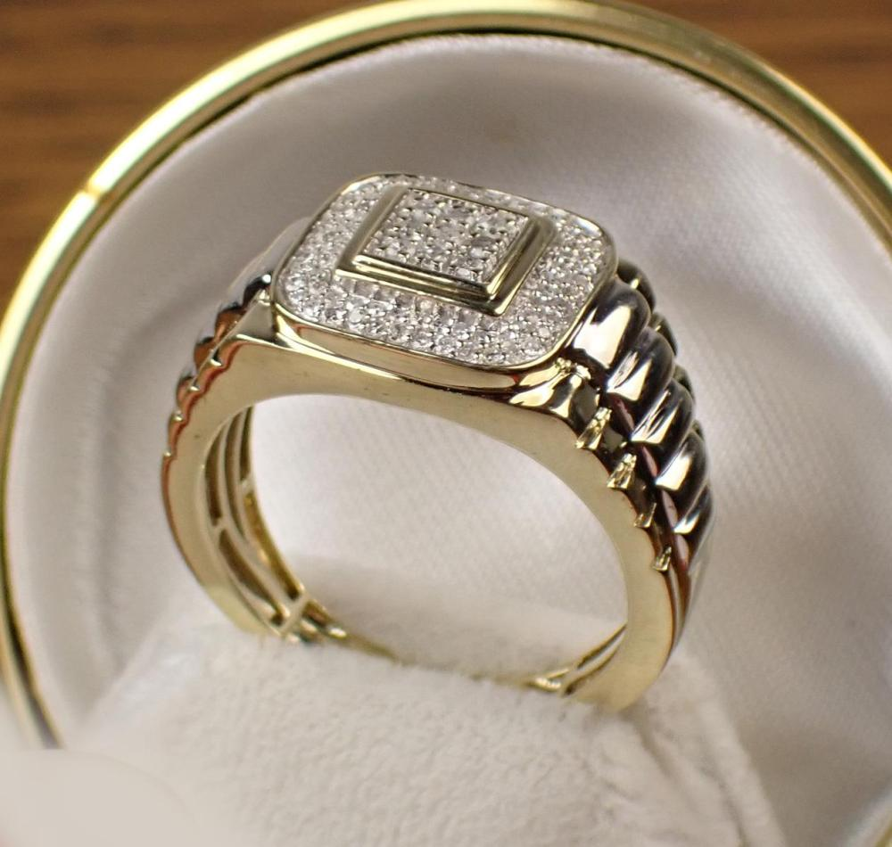 MAN'S DIAMOND AND TWO-TONE GOLD RING