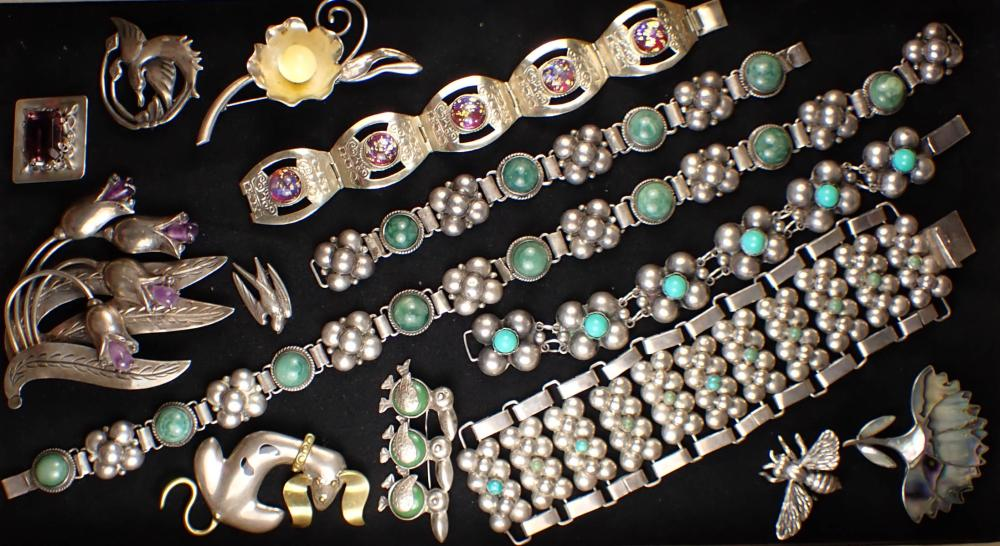 FOURTEEN ARTICLES OF VINTAGE SILVER JEWELRY