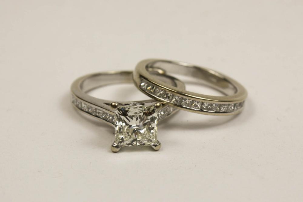 DIAMOND AND EIGHTEEN KARAT GOLD WEDDING SET