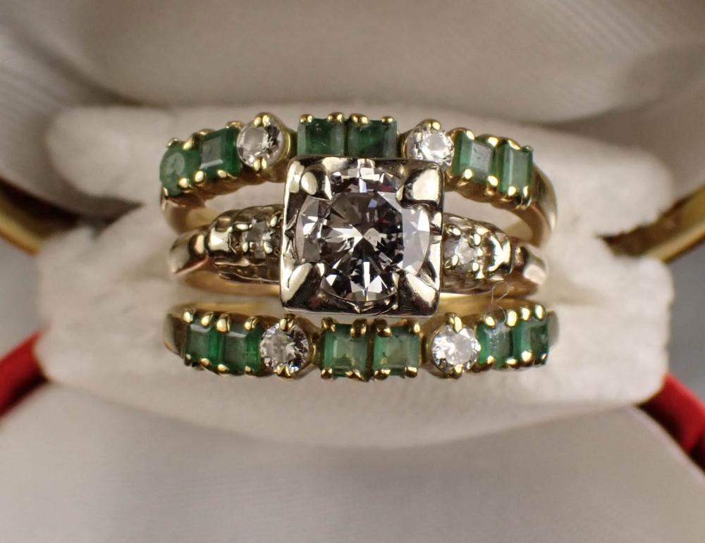 DIAMOND, EMERALD AND FOURTEEN KARAT GOLD RING