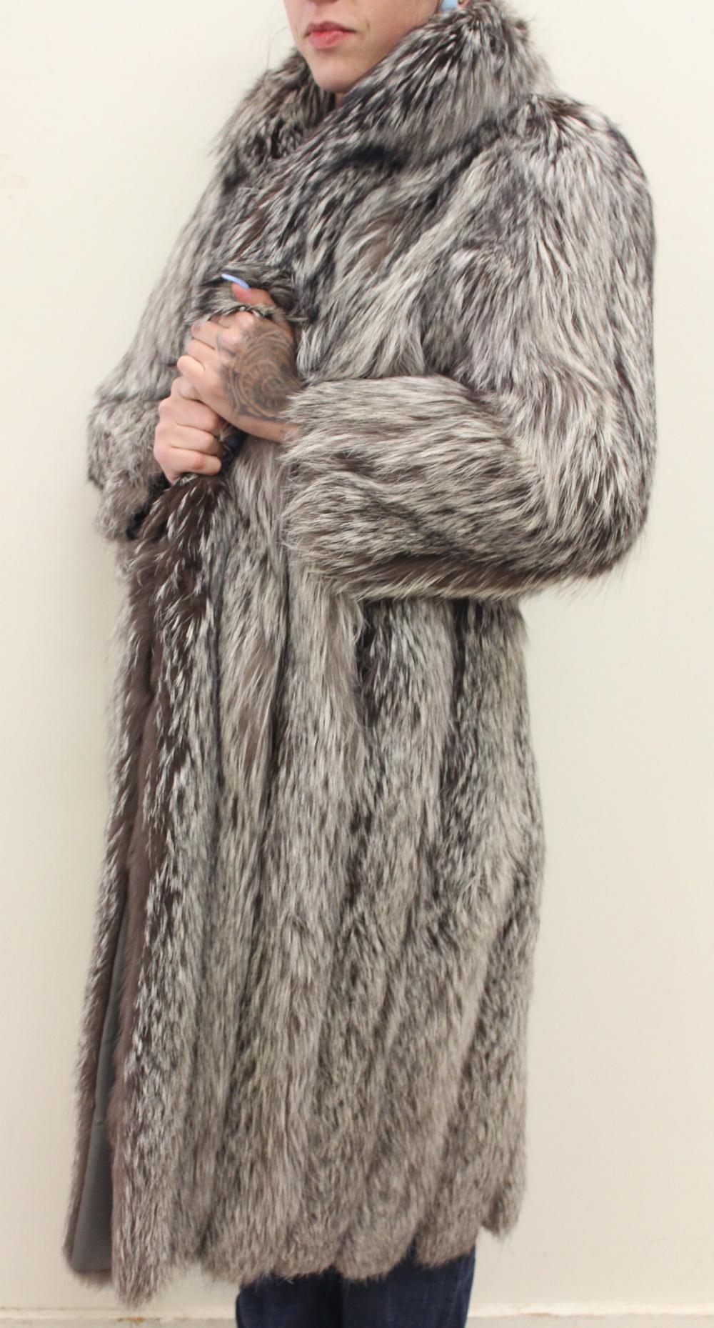 LADY'S FULL LENGTH FOX FUR COAT