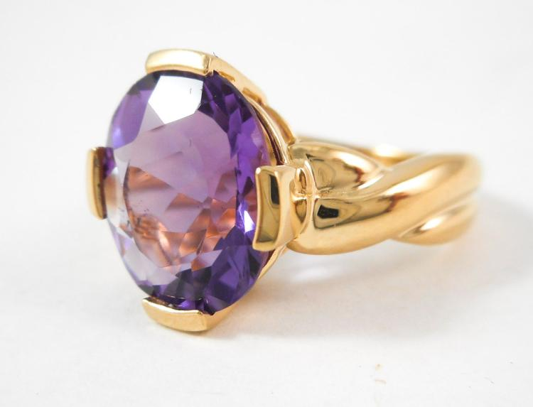 AMETHYST AND FOURTEEN KARAT GOLD SOLITAIRE RING, s
