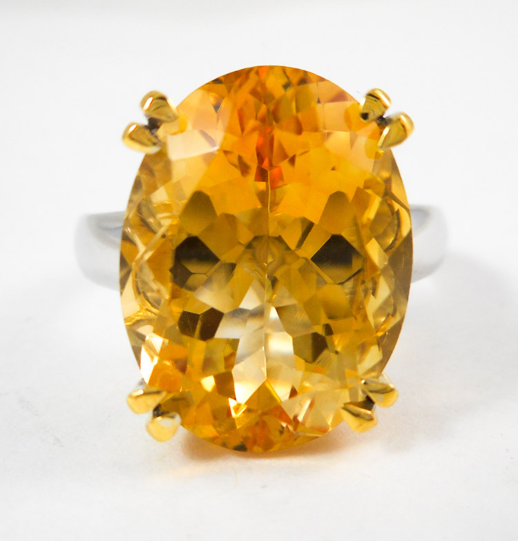 CITRINE AND FOURTEEN KARAT GOLD SOLITAIRE RING. T
