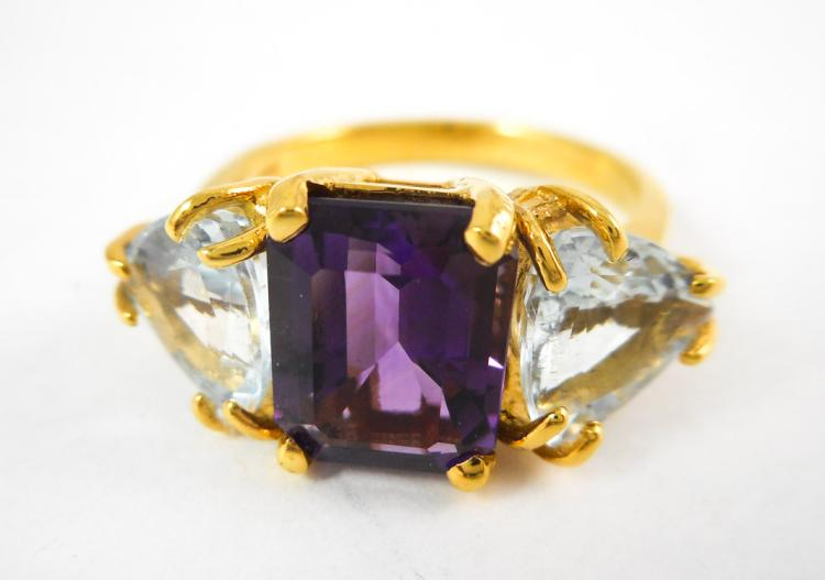 AMETHYST, AQUAMARINE AND YELLOW GOLD RING.  The 14