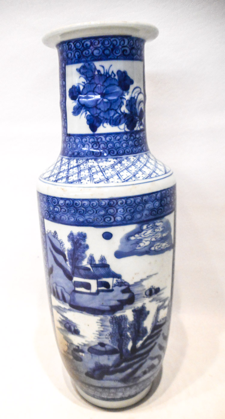 CHINESE QING BLUE AND WHITE PORCELAIN VASE, roulea
