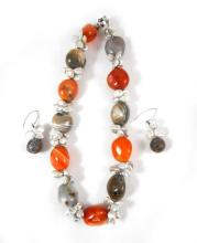 AGATE AND PEARL NECKLACE WITH MATCHING EARRINGS, t