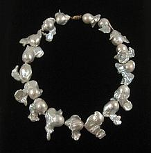 FRESHWATER BAROQUE WHITE PEARL NECKLACE, measuring
