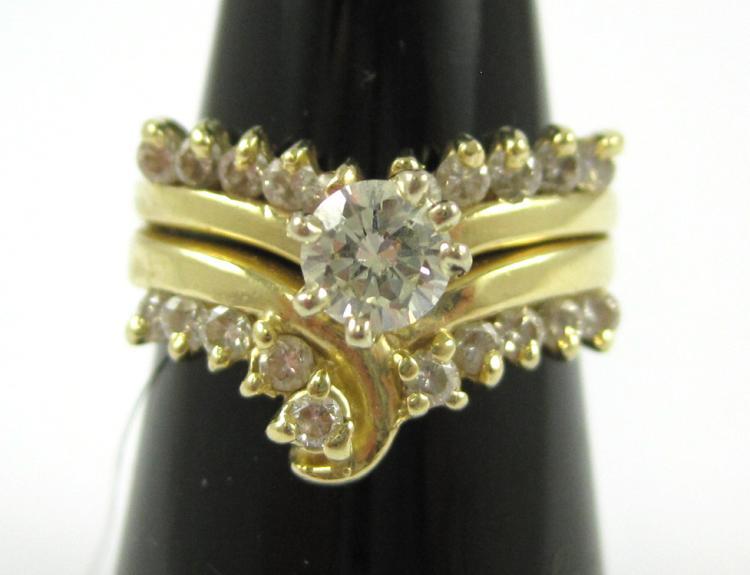 DIAMOND AND FOURTEEN KARAT GOLD RING, with ten rou