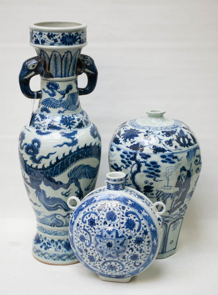 THREE CHINESE BLUE AND WHITE PORCELAIN VASES, the