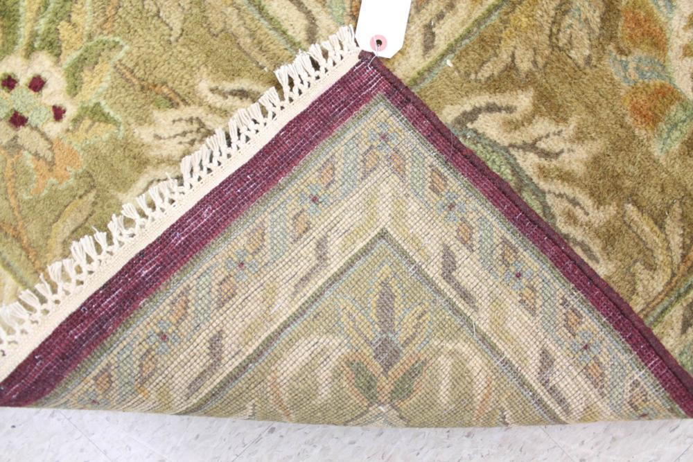 A CONTEMPORARY HAND KNOTTED ORIENTAL CARPET, Indo-