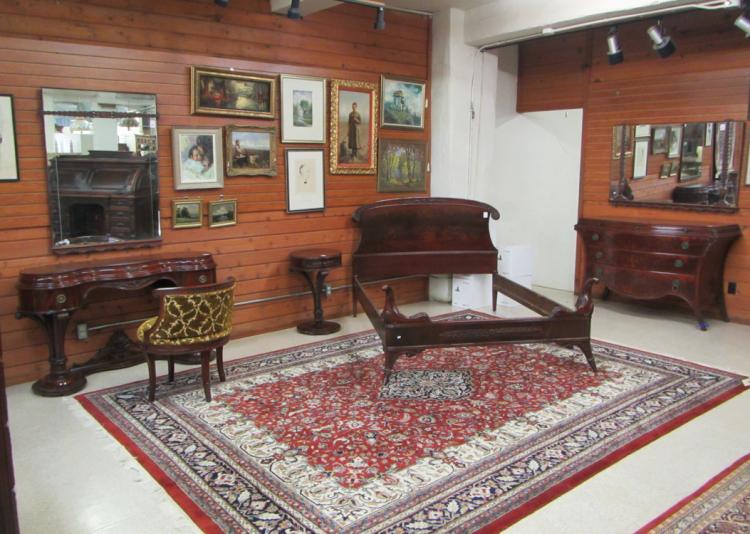 Eight piece hepplewhite style mahogany bedroom fur for Hepplewhite bedrooms