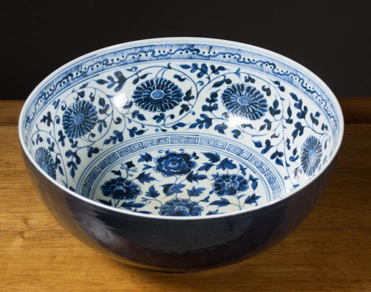 Chinese blue and white porcelain centerpiece bowl