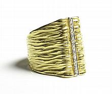 DIAMOND AND FOURTEEN KARAT GOLD RING. The wide