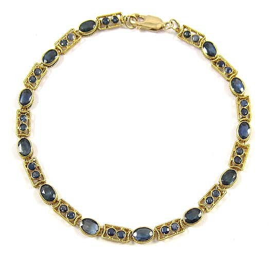 BLUE SAPPHIRE AND EIGHTEEN KARAT GOLD CHAIN