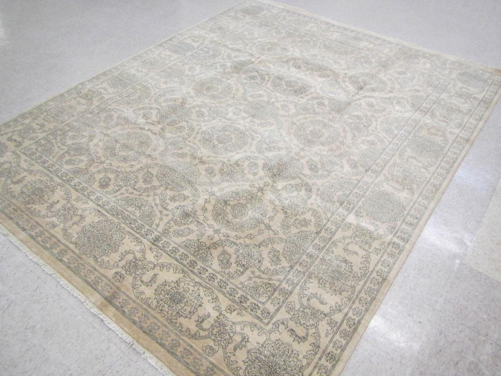HAND KNOTTED ORIENTAL CARPET, Indo-Persian, featur