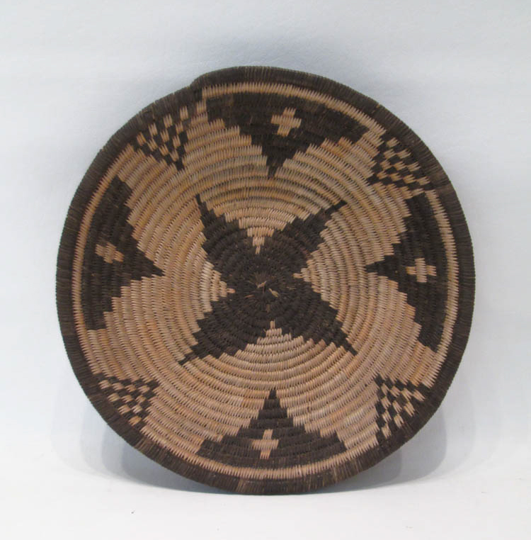 SOUTHWEST NATIVE AMERICAN (APACHE) BASKET, hand wo