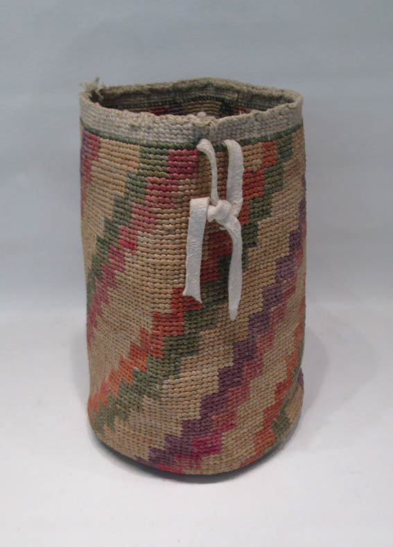 NORTHWEST NATIVE AMERICAN (WASCO) SALLY BAG hand w