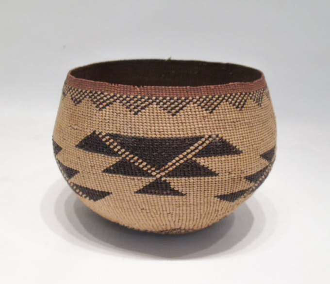 WESTERN NATIVE AMERICAN (YUROK) TWINED BOWL finely