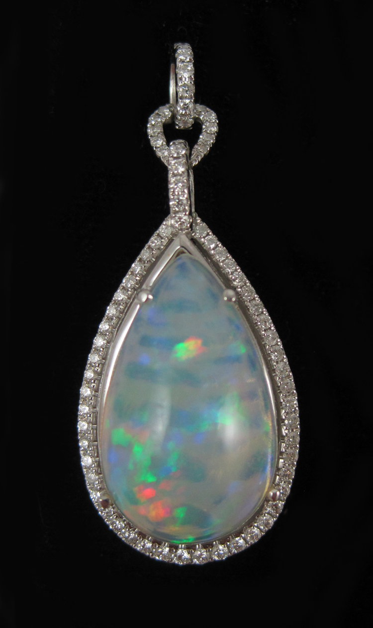 JELLY OPAL, DIAMOND AND WHITE GOLD PENDANT. The 1