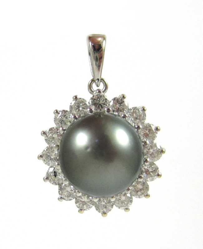 BLACK PEARL AND EIGHTEEN KARAT WHITE GOLD PENDANT,