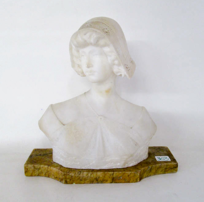 VICTORIAN ALABASTER SCULPTURE depicting a bust of