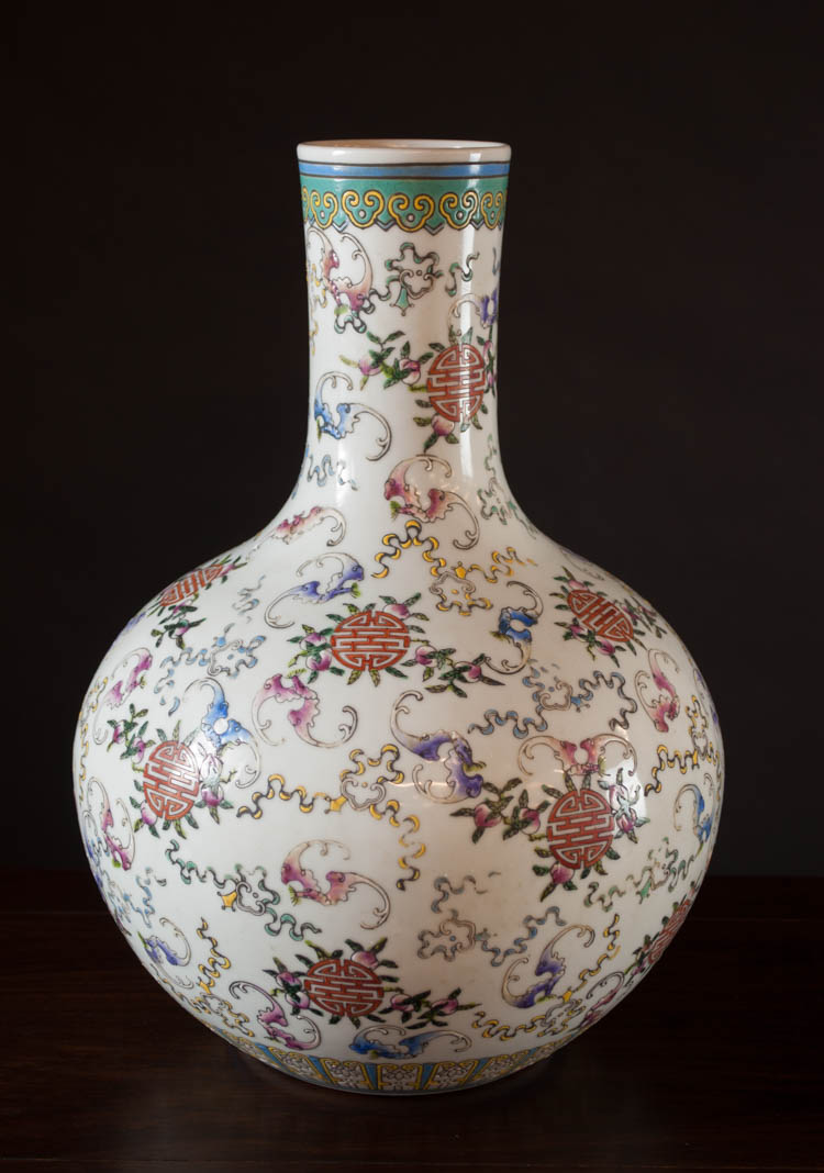 CHINESE QING FAMILLE ROSE PORCELAIN VASE, bottle f