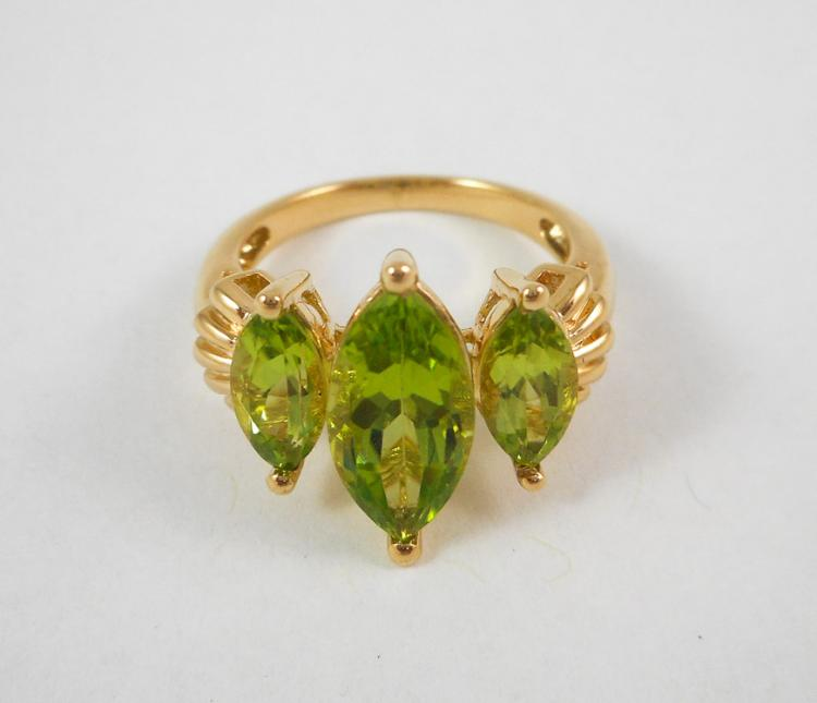 PERIDOT AND TEN KARAT YELLOW GOLD RING, set with t