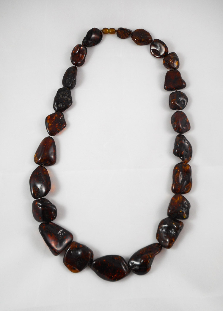 NATURAL RUSSIAN BALTIC AMBER NECKLACE, measuring 2