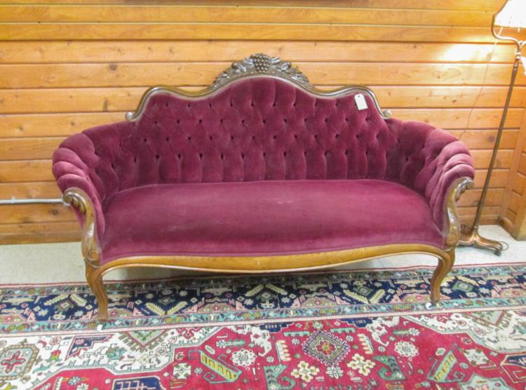 A VICTORIAN STYLE SOFA, American, early 20th centu