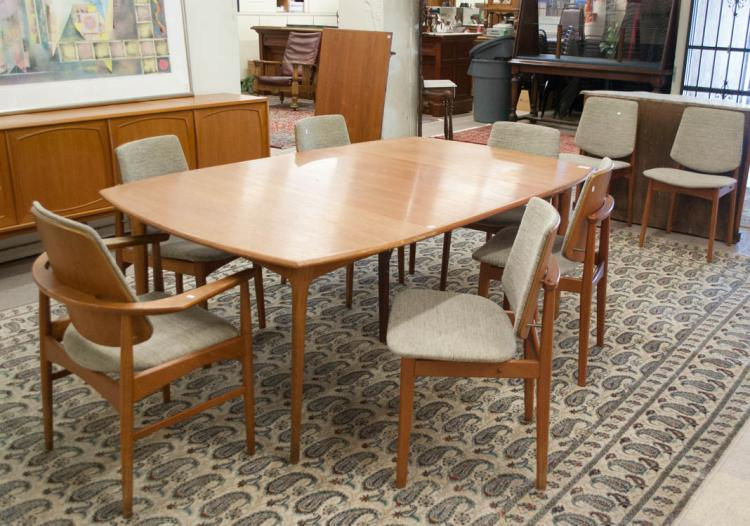 TEAK MID-CENTURY MODERN DINING TABLE AND CHAIR SET