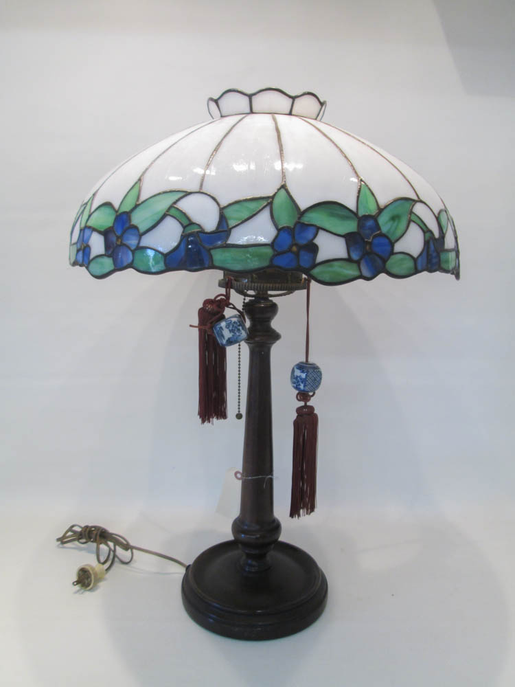 STAINED GLASS TABLE LAMP, the white glass shade wi