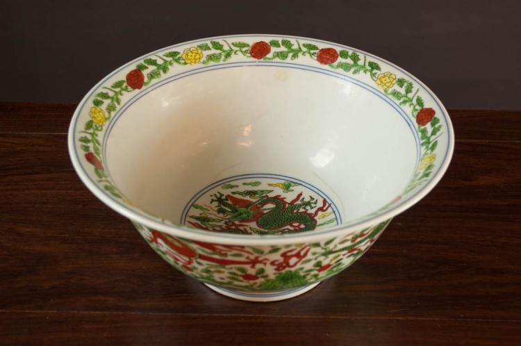 CHINESE PORCELAIN MING STYLE WUCAI BOWL with five-