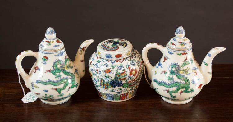 THREE PIECES CHINESE DOUCAI PORCELAIN TABLEWARE in