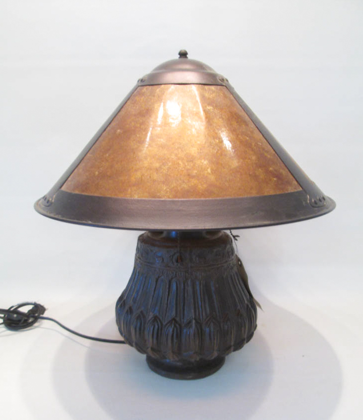 ARTS & CRAFTS STYLE TABLE LAMP with mica shade and