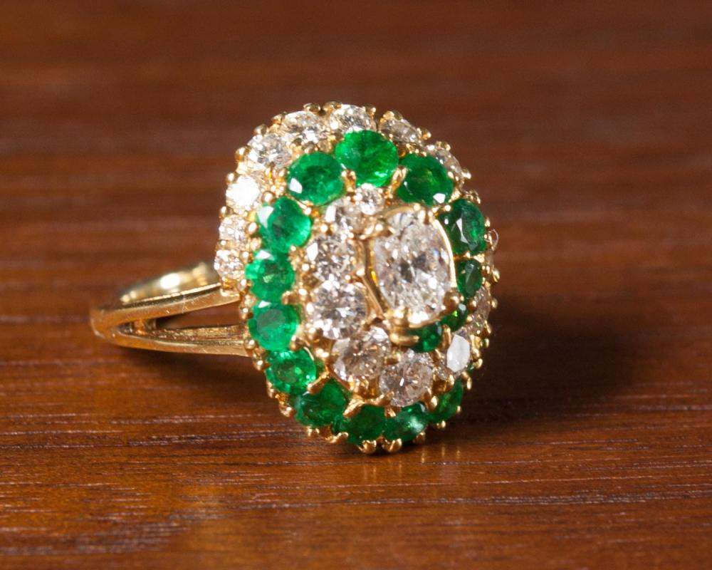 DIAMOND, EMERALD AND FOURTEEN KARAT GOLD RING.  Th
