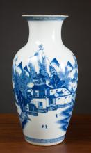 Lot 392: CHINESE BLUE AND WHITE PORCELAIN VASE, with rounde